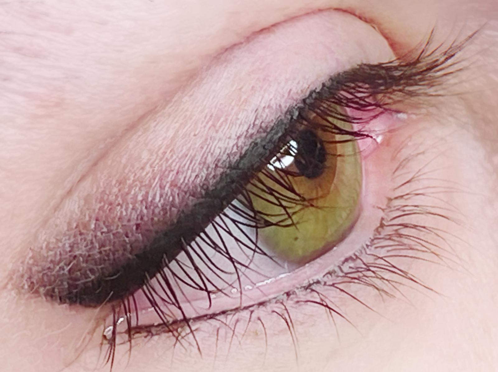 Trucco permanente occhi con infracigliare e eye liner grafico o sfumato